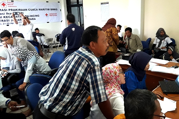 Red Cross, Partners for Resilience help Indonesian fishermen read the web (and the waves)