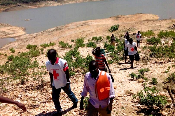Kenya Red Cross volunteers overcome natural barriers to deliver humanitarian support