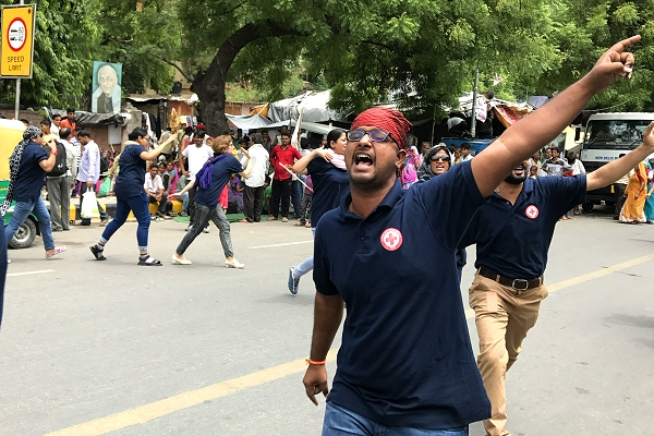 Turn down the heat(wave)! Red Cross flash mobs in India