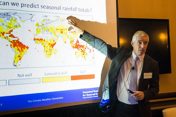 Climate Centre partner scientist's international award for 'outstanding service'